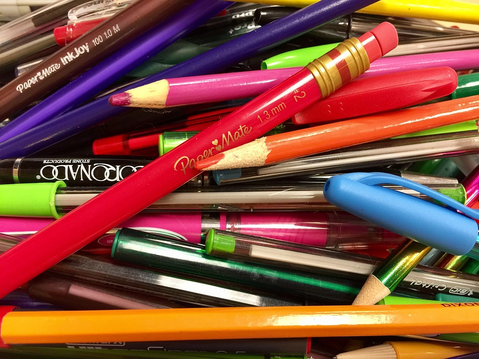 Lápis e Canetas